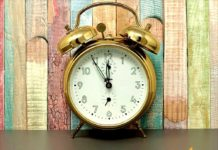 Time to change! This Sunday, Brazil and the USA will 'Spring Forward' or 'Fall Back' in a rare, simultaneous event for Daylight Savings Time. Learn more. at Connectbrazil.com