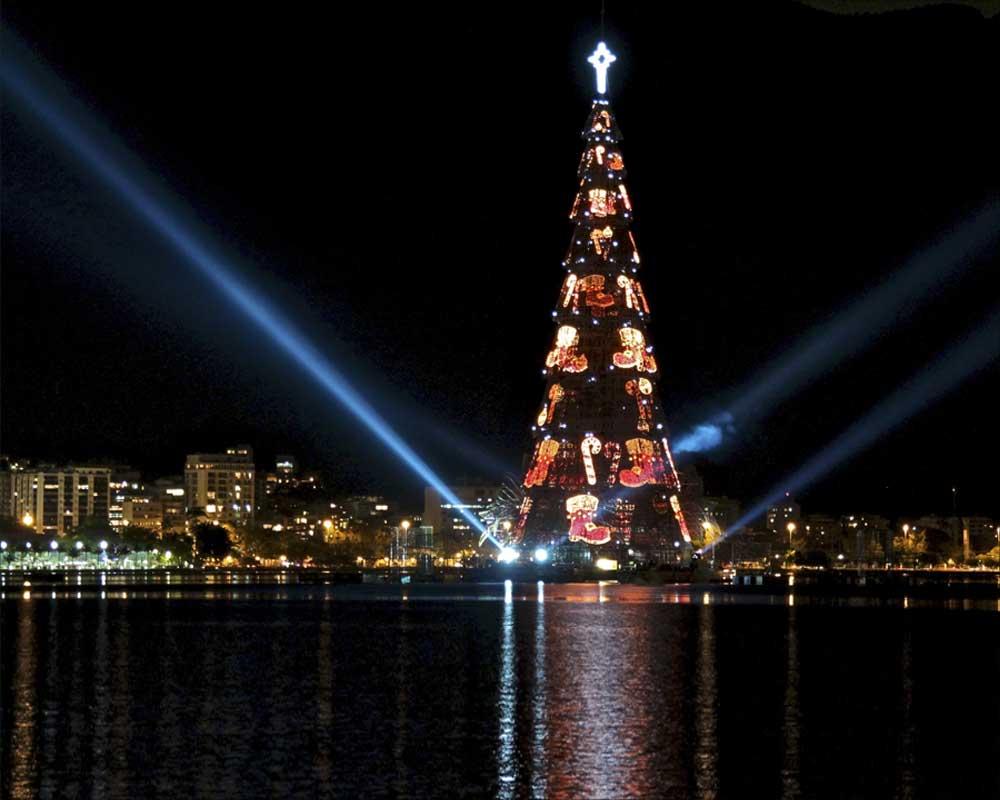 Chicago Christmas Tree Lighting 2019.Watch Rio S Iconic Christmas Tree Light Up The Night